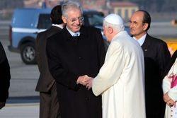 Monti-ratzinger-papa-111118132735_medium