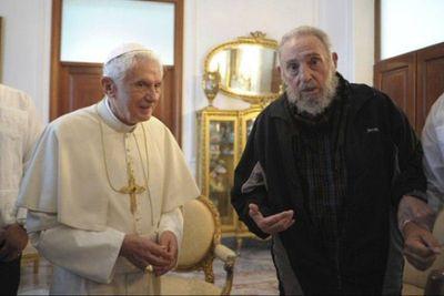 El-Papa-Benedicto-XVI-con-Fidel-Castro