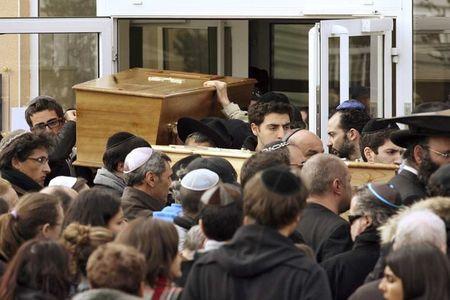 Toulouse-cercueils-ecole-REUTERS-930620_scalewidth_630