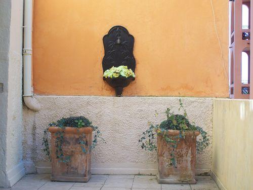 Villefranche lavabo fleurs